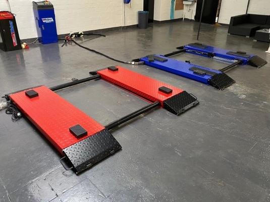 Kokias pasirinkti grindis autoservisui?